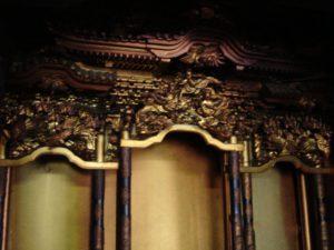 仏壇の洗濯(クリーニング)前の写真 仏壇の須弥壇