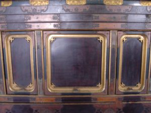 仏壇の洗濯(クリーニング)前の写真 仏壇の台