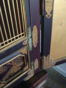 仏壇の洗濯(クリーニング)前の写真 仏壇の金物