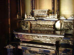 仏壇の洗濯(クリーニング)前の写真 仏壇の中