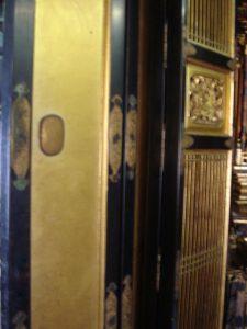 仏壇の洗濯(クリーニング)前の写真 仏壇の障子と扉